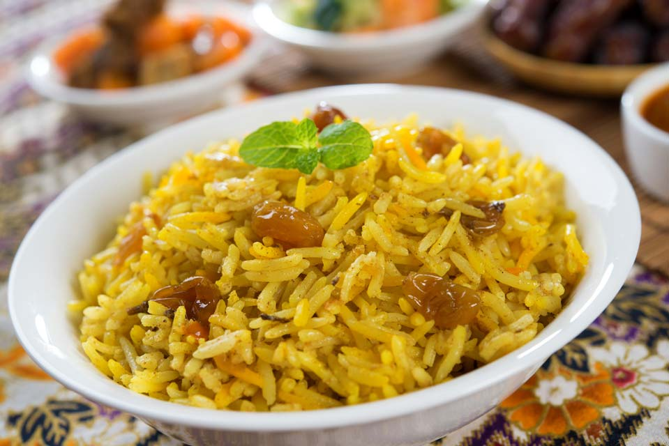 Delicious yellow rice recipe with the benefits of cinnamon and turmeric.